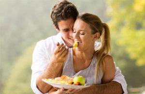 couple qui mange